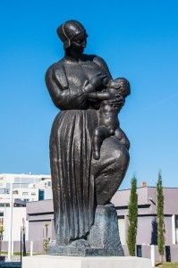 Statue of a woman breastfeeding